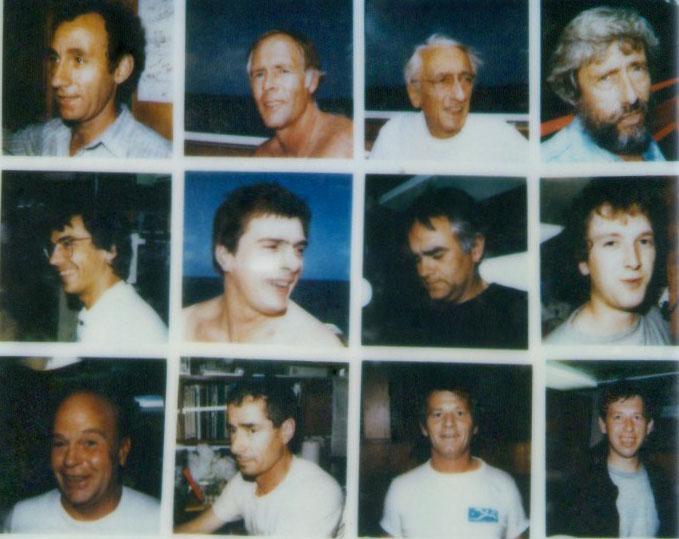 Коллективный портрет экипажа - Двенадцать улыбок. Фоторабота Кусто, сделанная в первые дни плавания