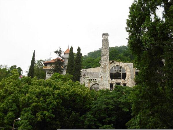 Замок принца Ольденбургского иПриморский парк