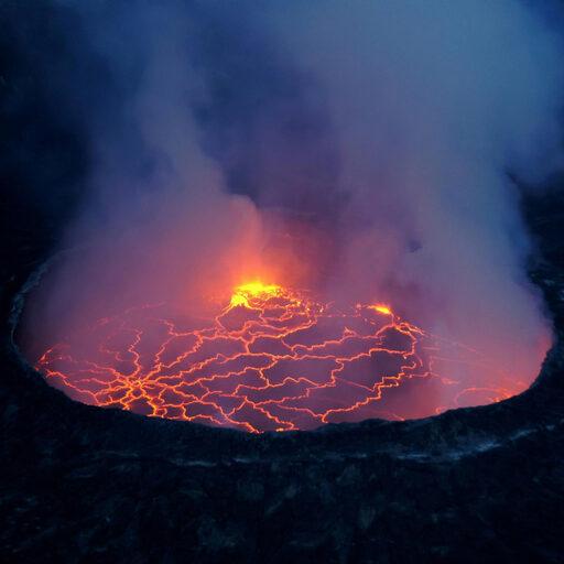 Мятежное сердце Земли — вулкан Ньирагонго (горы Вирунга, Конго)