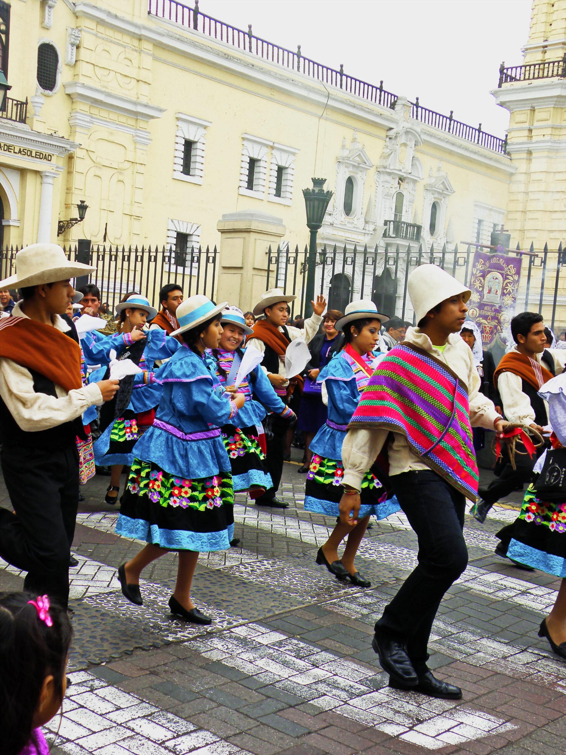 Перу— люди илица.