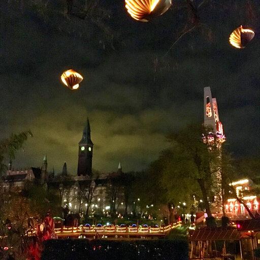 Tivoli парк в полночь