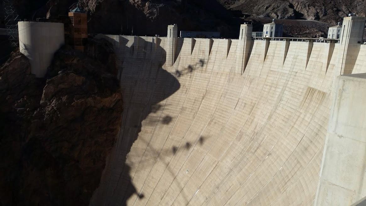 Толщина бетона в верхней части почти 10 метров, внизу - почти 50