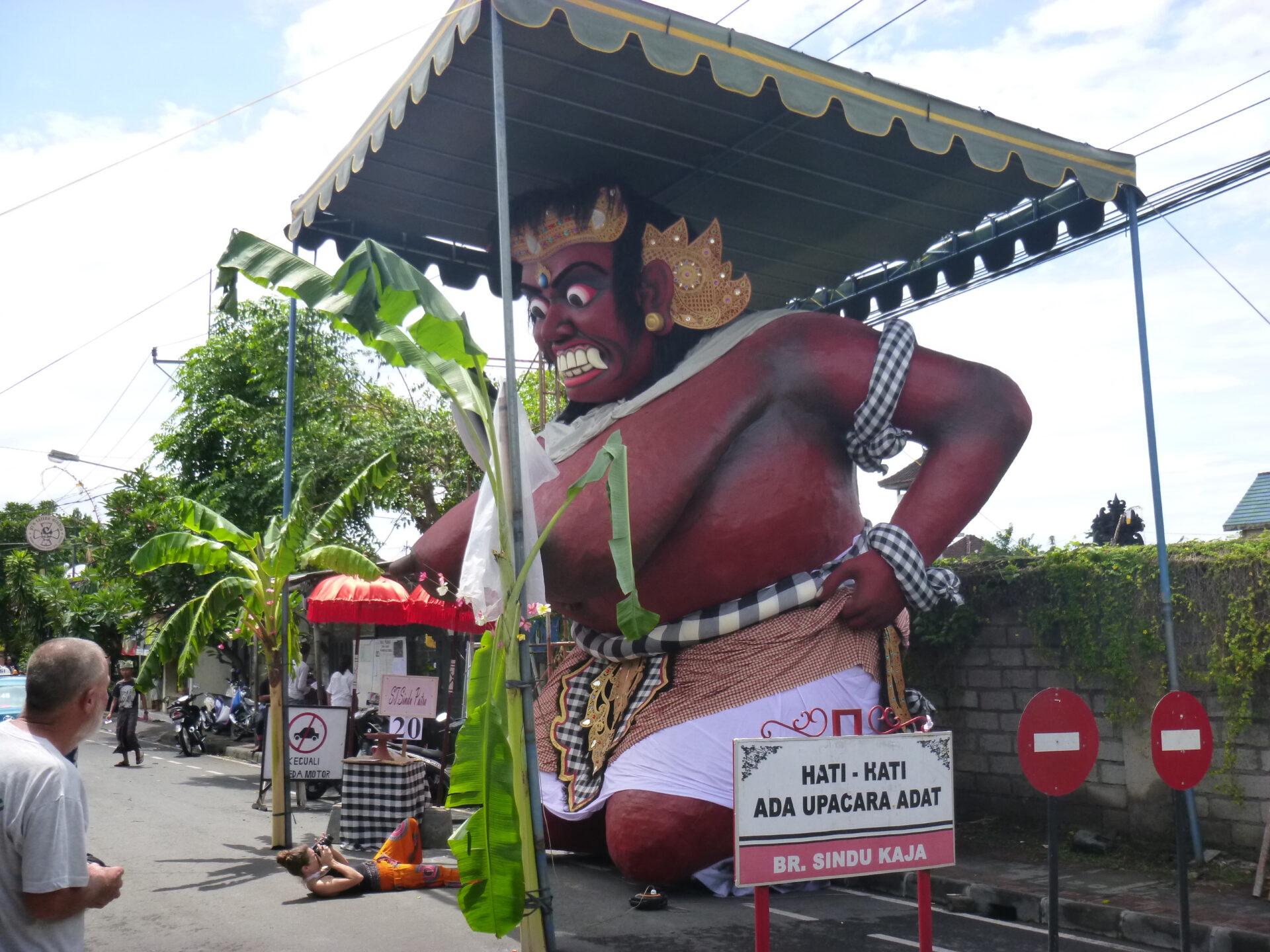 Ого— го & Ньепи. Новогодние развлечения балийцев
