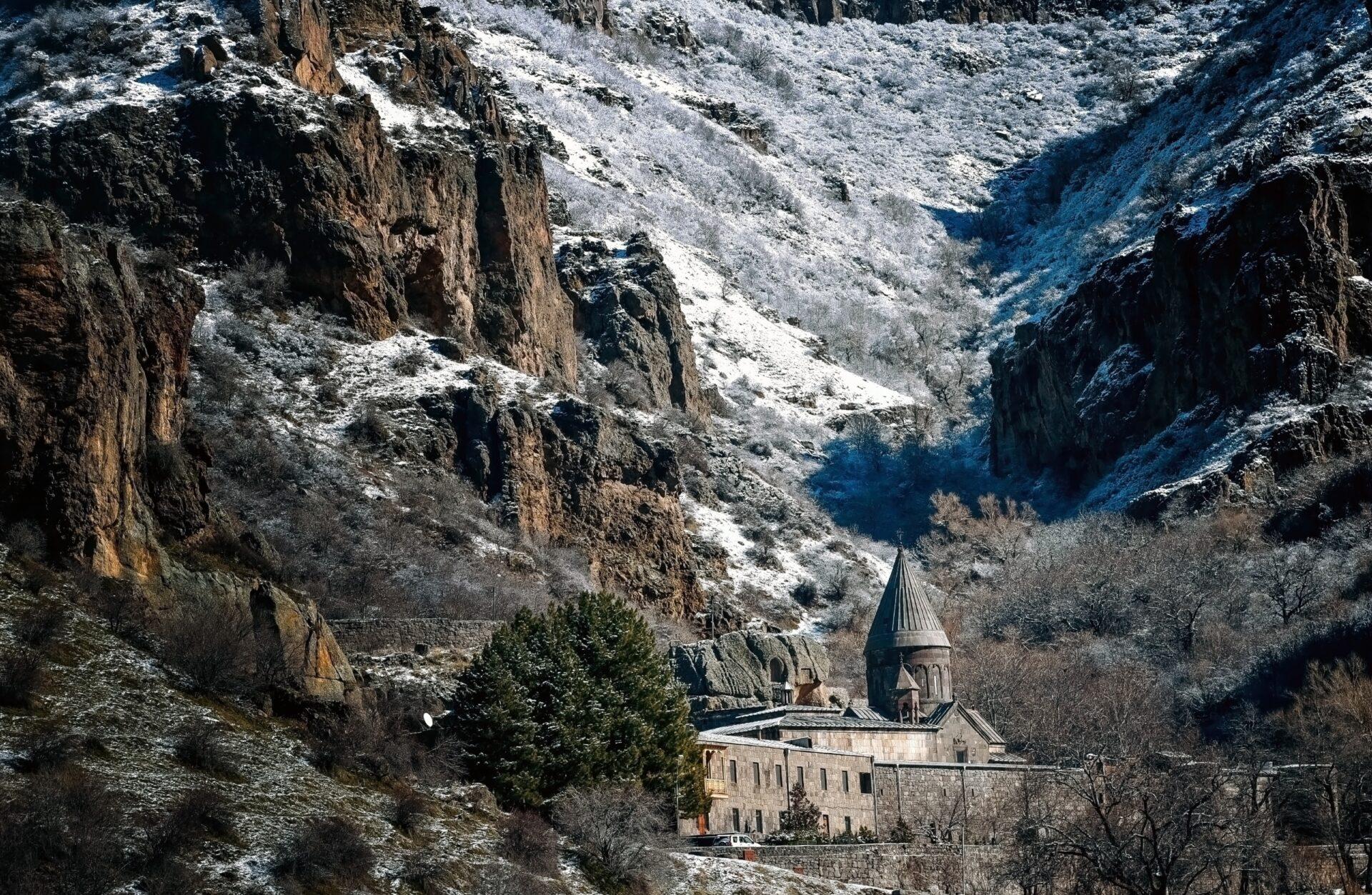 Монастырь Гегард иозеро Севан