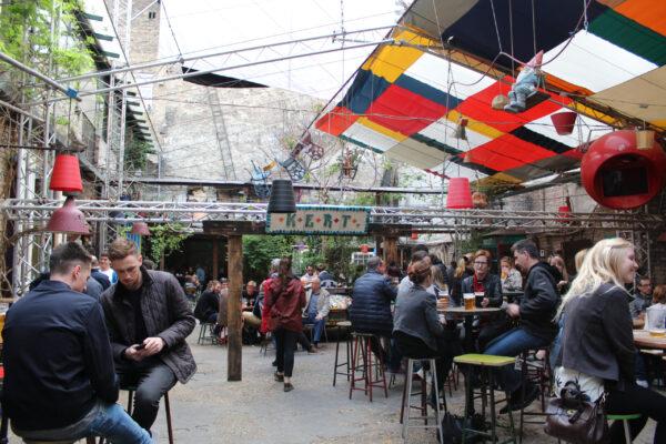 How toget drunk inBudapest— Szimpla Kert— Будапешт питейный
