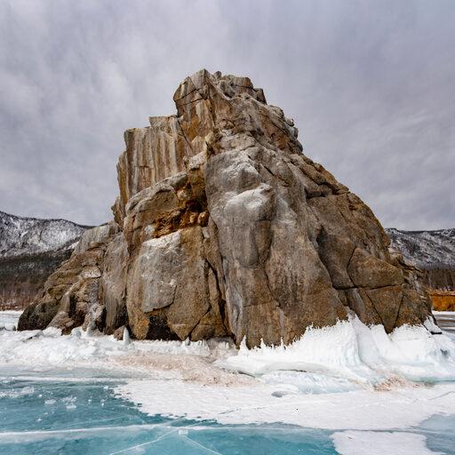Зимний суровый Байкал.