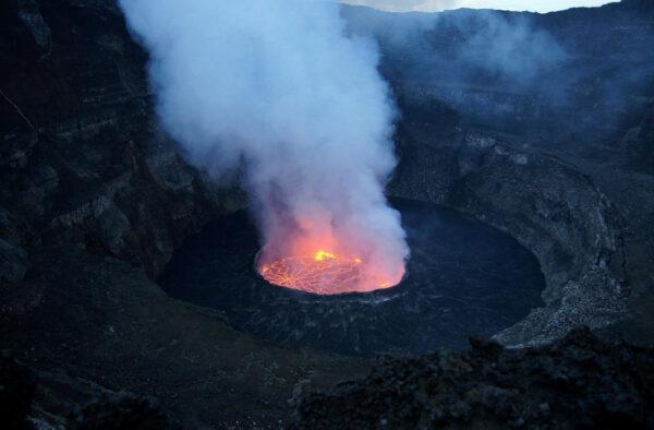 Мятежное сердце Земли— вулкан Ньирагонго (горы Вирунга, Конго)
