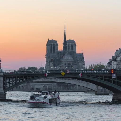 Париж за пару дней до пожара в Нотр Даме. Часть 1.
